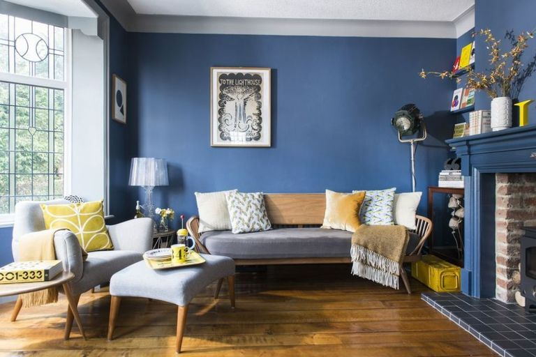 This retro-style living room is the perfect retreat for book lovers