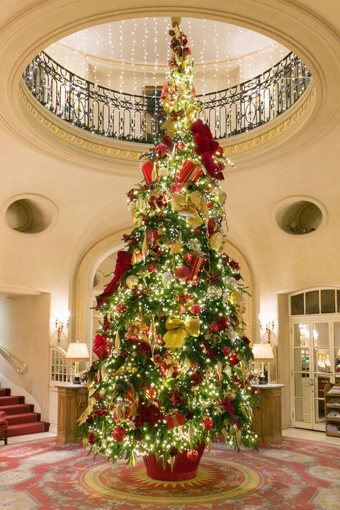 The Ritz S 25ft Christmas Tree Took Seven Hours To Decorate With More Than 10 000 Decorations And 6 Lights