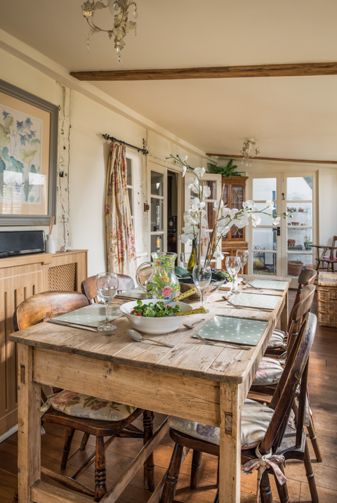 Unique Home Stays idyllic chocolate box cottage in the cotswolds is full of whimsical