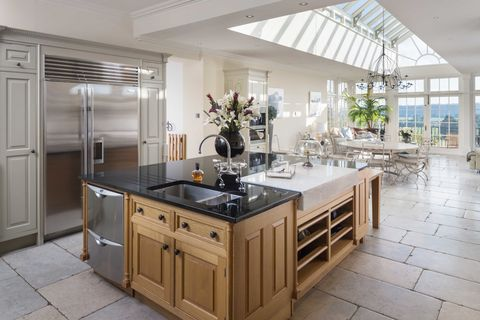 Properties for sale with amazingly spacious luxury kitchens