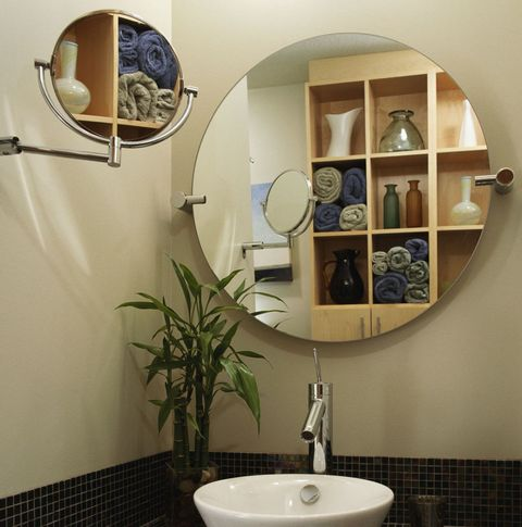 Minimalist Bathroom - round mirror