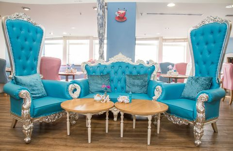 The Tea Terrace House Of Fraser London Installs 16 000 Cinderella Carriage With