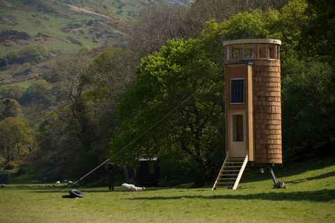Cabins In The Wild With Dick Strawbridge Explores Small