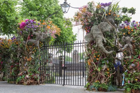 Floral arch London gate by Simon Lycett