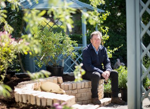 alan titchmarsh fronts new itv series love your home and garden. Black Bedroom Furniture Sets. Home Design Ideas