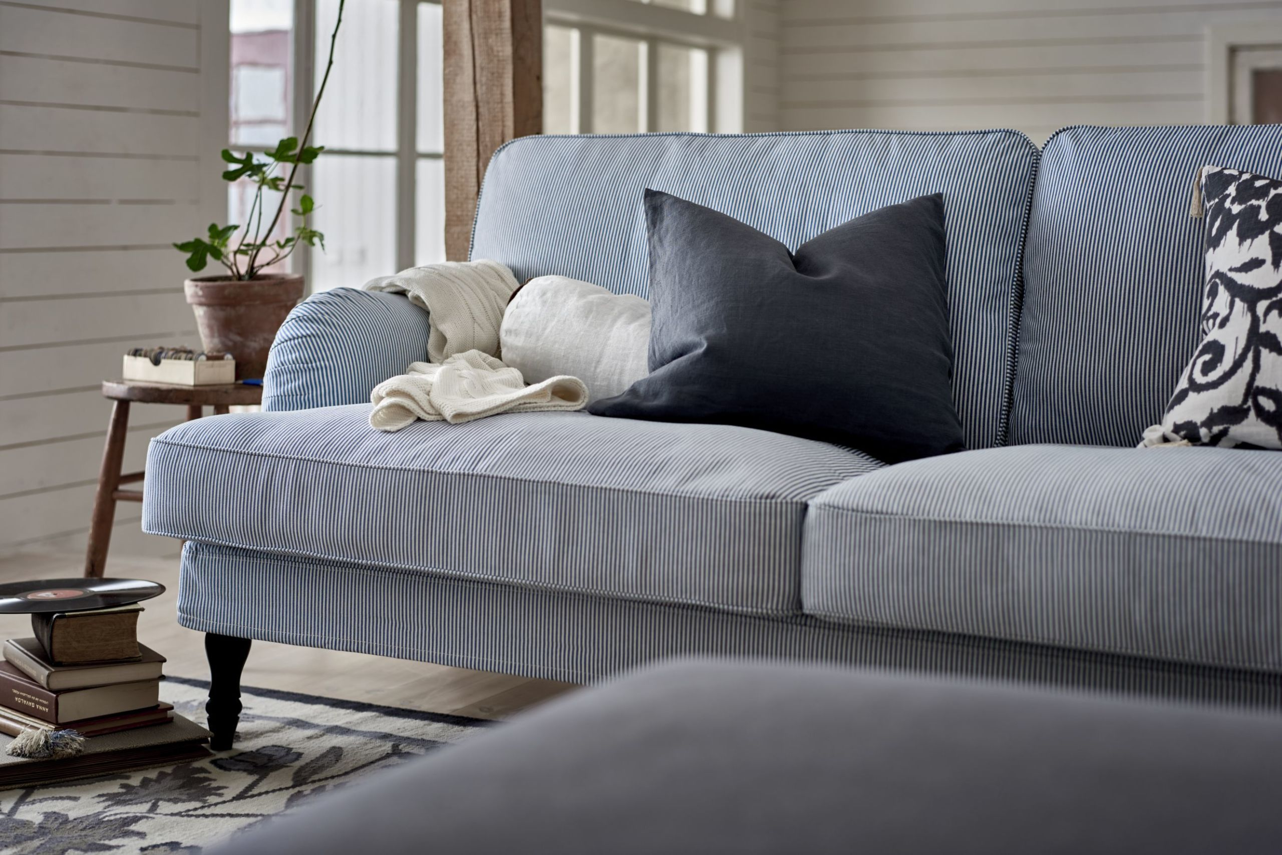 5 rules to consider before you buy a sofa choosing a sofa rh housebeautiful com how to buy a sofa that will last how to buy a sofa cover