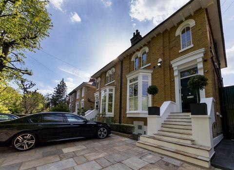38 Westbridge Rd, £3500 PW