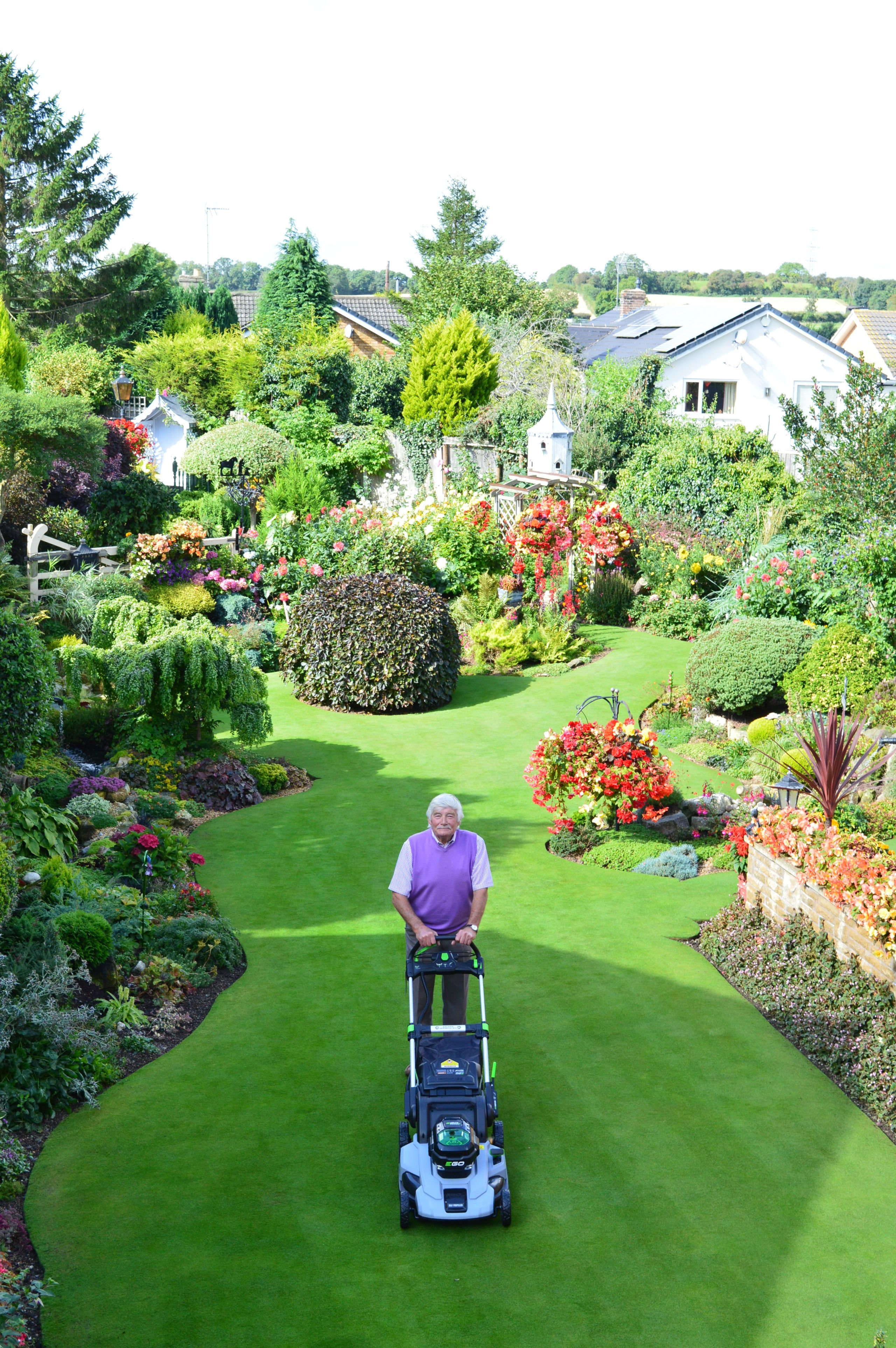 Stuart Grindle And His Doncaster Lawn Have Been Crowned The Winners Of  Britainu0027s Best Lawn 2017