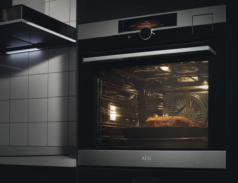 AEGu0027s New Sensecook Pyro BPK842720M Electric Oven, £1,049, Has An  Innovative Foodsensor For