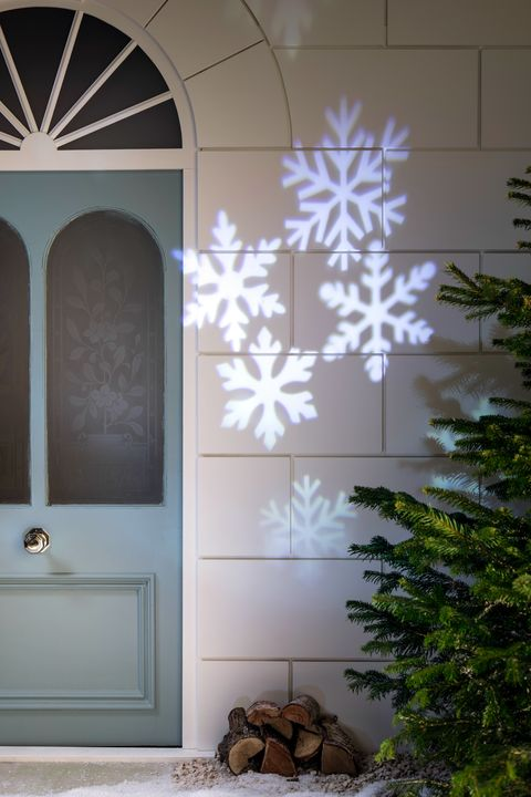 The Best Outdoor Christmas Lights For Your Home 15