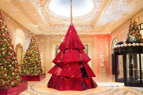 christmas tree at four seasons hotel george v - Hotel Christmas Decorations