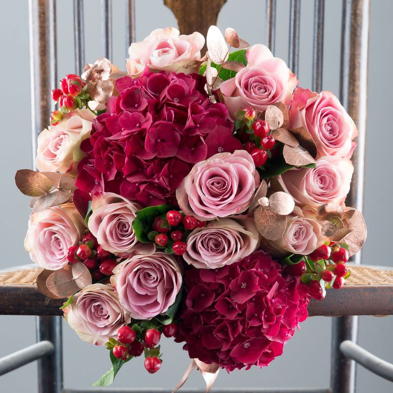Best Christmas Flowers - Best Bouquet Flower Arrangements For UK ...