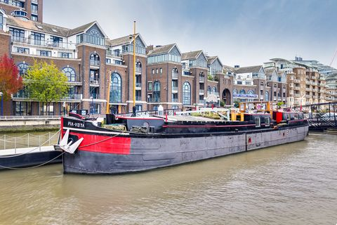 London houseboat On The River Thames Up For Sale