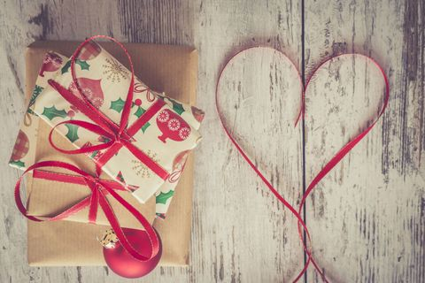 8 Beautiful And Creative Ways To Wrap Your Christmas Presents - Gift ...