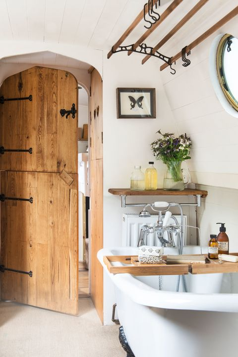 Charming Century-Old Narrowboat Makes Stylish Use of Every Inch of Space