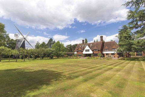 Windmill House - Arkley - Hertfordshire - grounds - Knight Frank