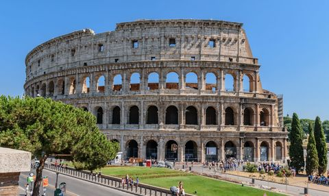 <p>This walking tour offers a great introduction to the city's fascinating history, including iconic attractions like the Trevi Fountain and Piazza Navona.</p>