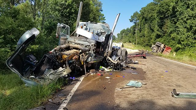 2 truck drivers die after 18-wheelers collide in Copiah County