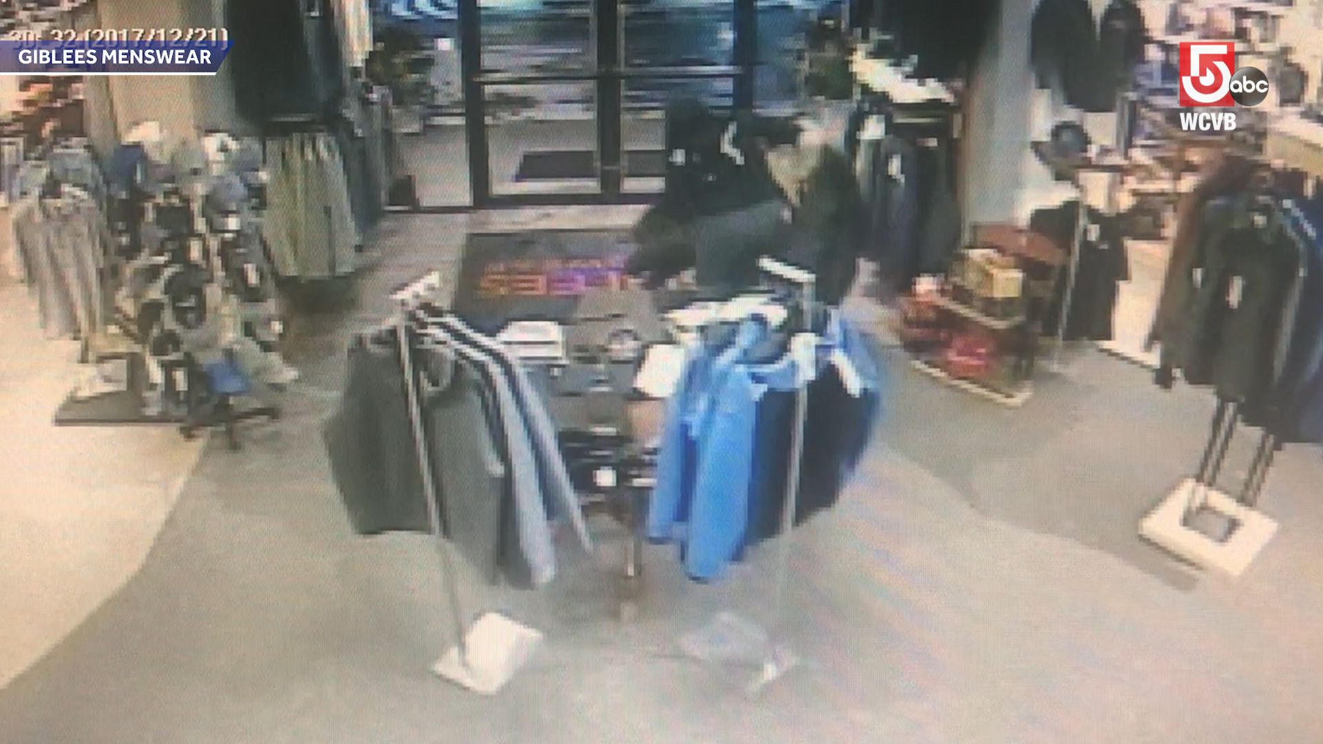 Shoplifters got away with $30,000 in coats, store said