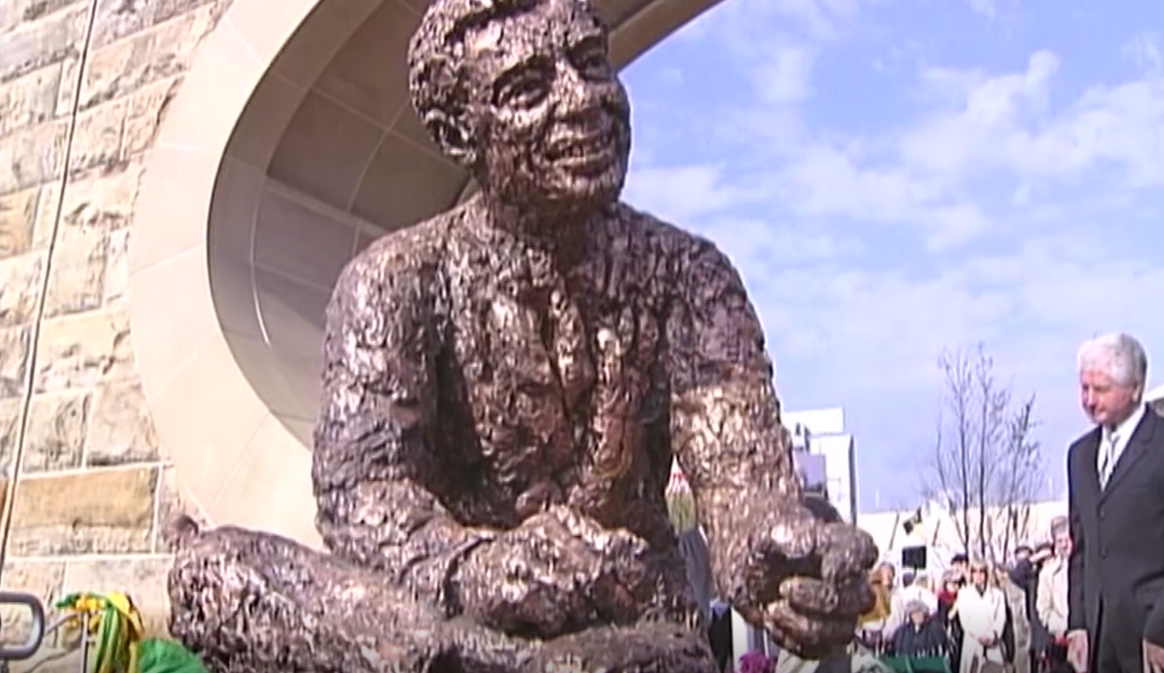 10 Years Ago Today Fred Rogers Sculpture Unveiled On Pittsburgh S North Shore