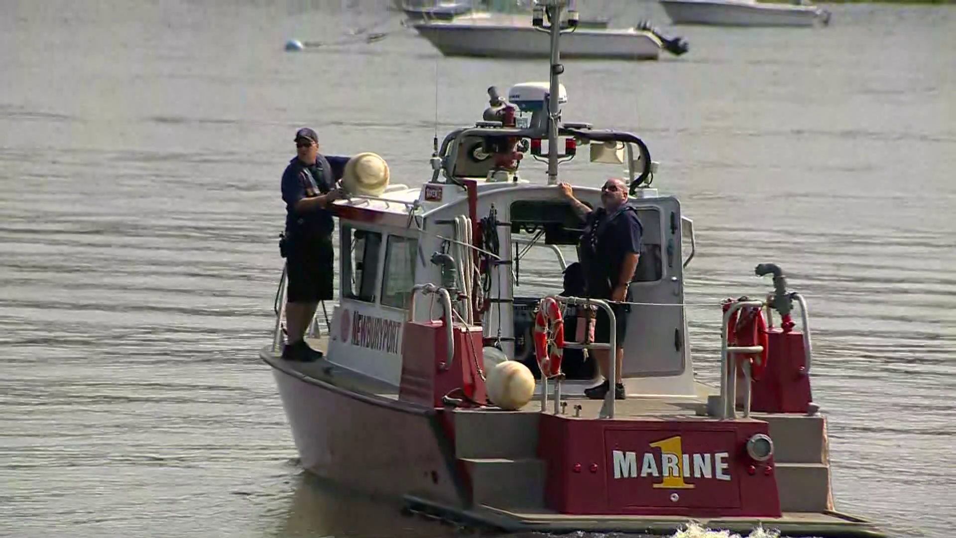 Divers search waters near boat club for missing man