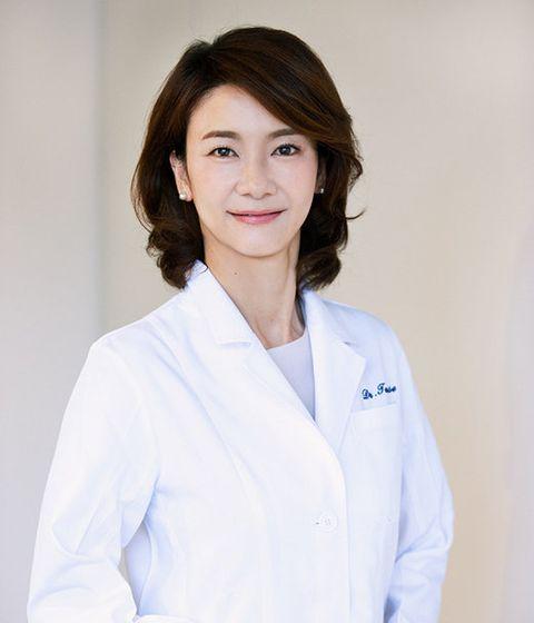 Skin, White-collar worker, Uniform, Physician, White coat, Smile,