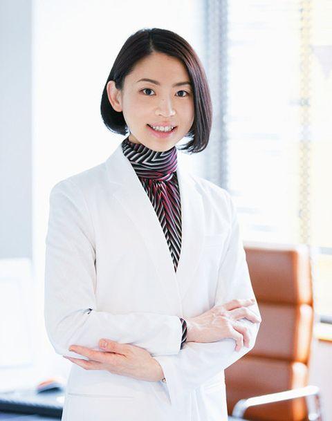 White, Clothing, Skin, White-collar worker, Blazer, Outerwear, Uniform, Formal wear, Businessperson, Suit,