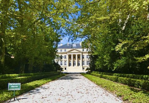 Estate, Property, House, Tree, Green, Home, Landmark, Building, Mansion, Real estate,