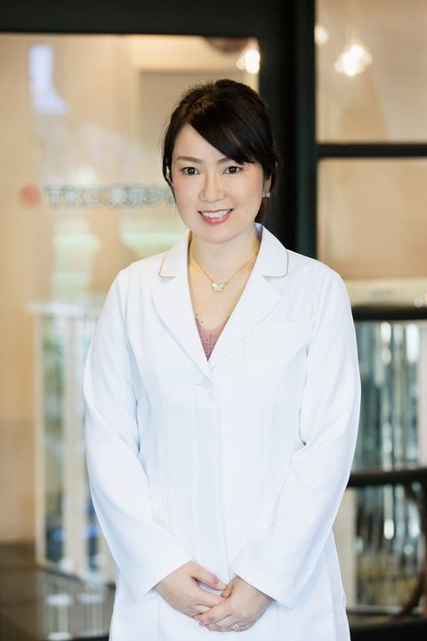 Skin, Beauty, White-collar worker, Uniform, Smile, Neck, White coat,