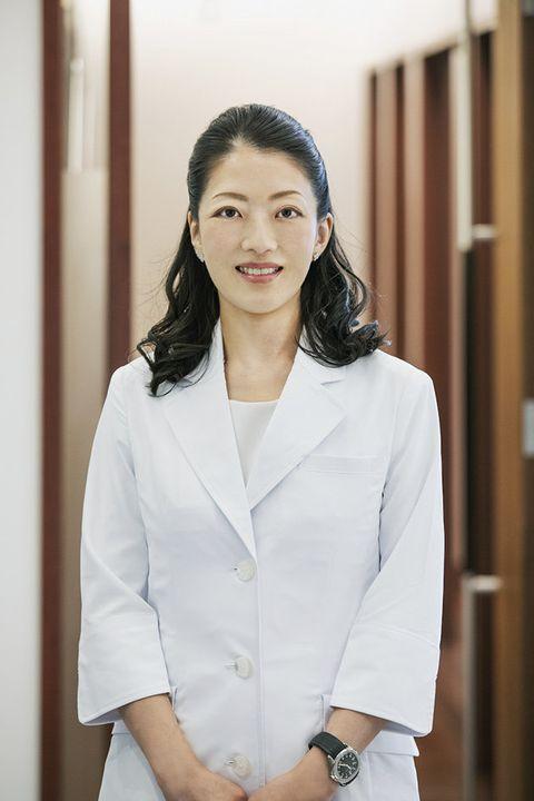 White, White-collar worker, Uniform, Outerwear, Formal wear, Businessperson, Photography, Blazer, Photo shoot, Top,