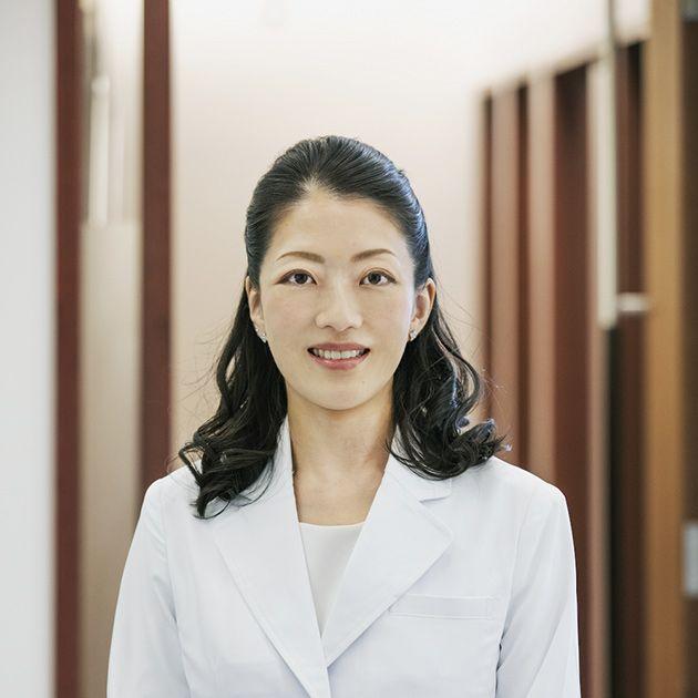 White, Skin, White-collar worker, Uniform, Outerwear, Blazer, Businessperson, Formal wear, Photography, Top,