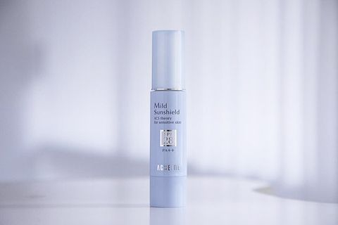Product, Beauty, Water, Material property, Skin care, Cosmetics, Liquid, Fluid,