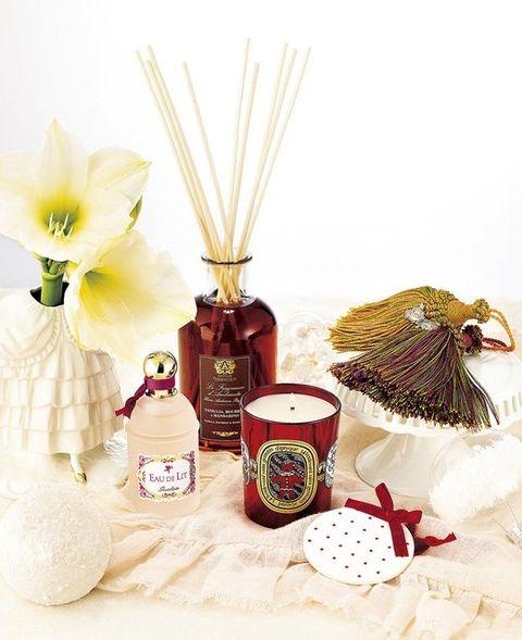Petal, Peach, Perfume, Beige, Still life photography, Bottle, Brush, Flowering plant, Household supply, Cut flowers,