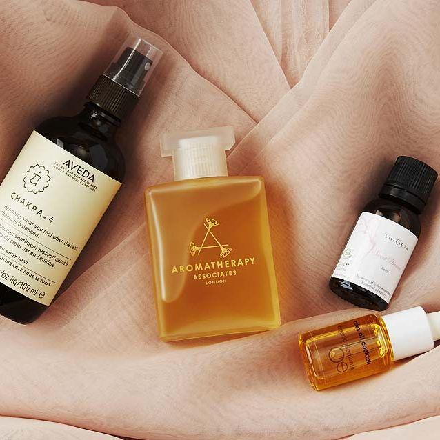 Liquid, Fluid, Finger, Product, Brown, Glass bottle, Yellow, Skin, Bottle, Amber,
