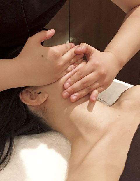 Skin, Hand, Neck, Beauty, Close-up, Muscle, Finger, Massage, Joint, Arm,