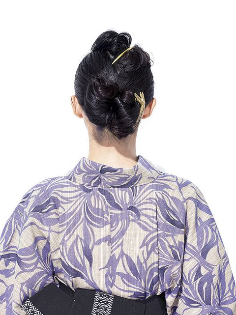 Hair, Clothing, Hairstyle, Bun, Neck, Chignon, Purple, Black hair, Sleeve, Kimono,