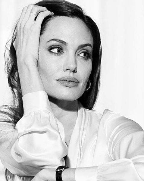 Face, White, Black-and-white, Beauty, Head, Lip, Arm, Monochrome photography, Photo shoot, Eye,