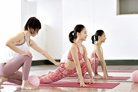Physical fitness, Sitting, Skin, Leg, Shoulder, Yoga, Yoga mat, Sportswear, Exercise, Stretching,