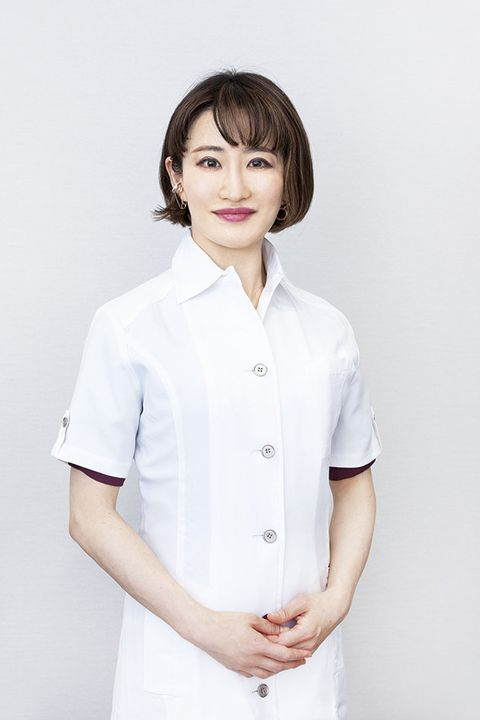 White, Clothing, Uniform, Nurse, Nurse uniform, Sleeve, Health care provider, Service, Nursing, Neck,