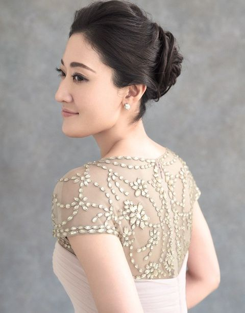 Hair, Shoulder, Clothing, Dress, Hairstyle, Neck, Chignon, Beauty, Gown, Skin,