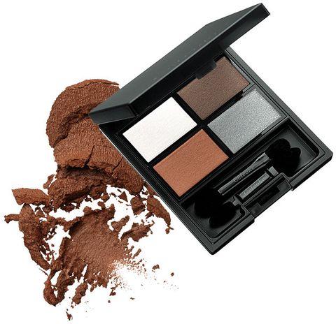 Eye shadow, Eye, Brown, Cosmetics, Beauty, Organ, Powder, Human body, Powder, Chocolate,
