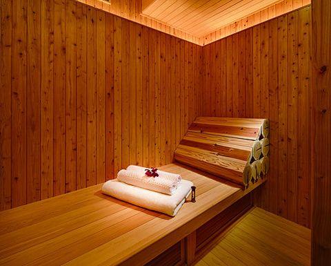 Sauna, Room, Wood, Interior design, Wood stain, Hardwood, House, Log cabin, Plywood, Furniture,