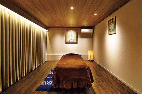 Room, Interior design, Ceiling, Building, Property, Floor, Furniture, Architecture, Hardwood, Wood flooring,