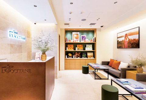 Interior design, Building, Ceiling, Room, Property, Lobby, Furniture, Office, Architecture, Design,