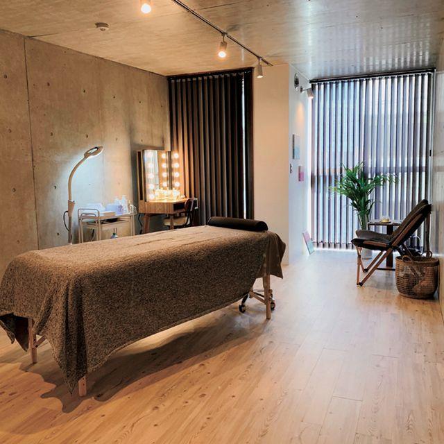 Bedroom, Room, Furniture, Bed, Interior design, Property, Bed frame, Floor, Suite, Building,