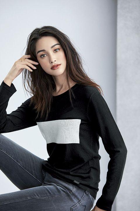 Hair, Black, White, Face, Beauty, Clothing, Photo shoot, Model, Shoulder, Fashion model,