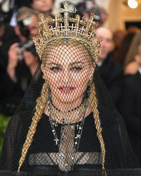 Hair, Headpiece, Head, Beauty, Fashion, Crown, Forehead, Headgear, Hair accessory, Fashion accessory,