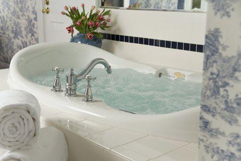 Bathroom, Property, Tap, Bathtub, Tile, Room, Sink, Wall, Interior design, Floor,