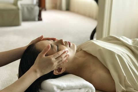Skin, Spa, Beauty, Head, Comfort, Hand, Bed sheet, Neck, Leg, Mouth,