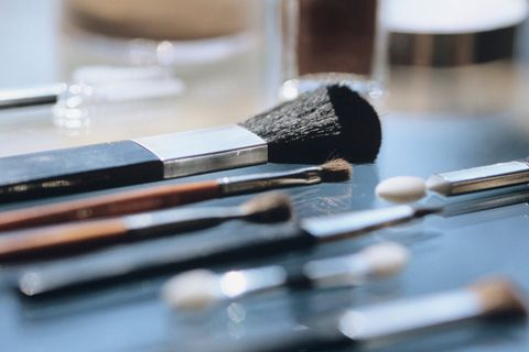 Brush, Eye shadow, Beauty, Eye, Cosmetics, Makeup brushes, Organ, Material property, Tool, Eye liner,